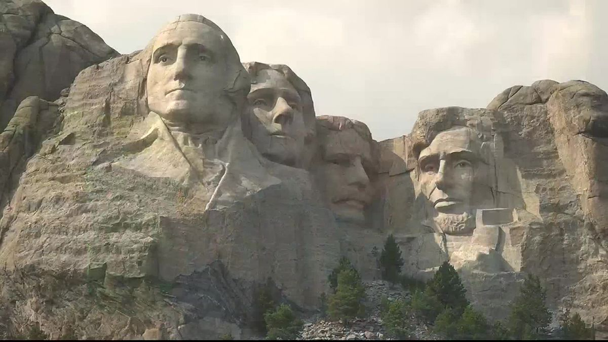 Tourists still flock to monument.